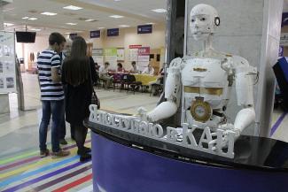Робототехники против бухгалтеров: какие специальности в вузах Казани выбирают абитуриенты