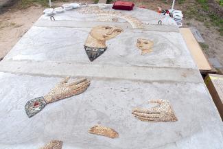 У камней сильная энергетика: в Раифском монастыре выкладывают из морской гальки чудотворный образ Богородицы