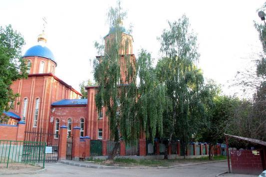 Казанские чиновники считают, что помойка у входа в храм - это норма