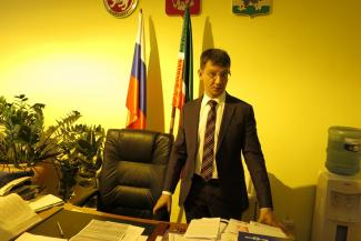 Директор казанской школы объявил конкурс отцов-«доноров» на крутых тачках