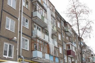 Казанцы жалуются на ледяные сталактиты, а жилищники винят во всем застекленные балконы