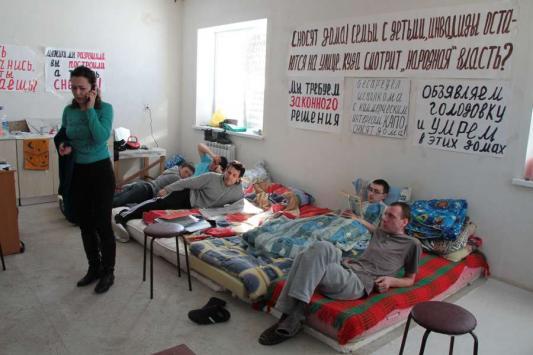 Жители Новой Сосновки голодают и митингуют