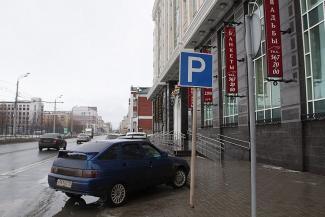 «Гаишники для нас никто, есть ФСБ!»: казанца, возмутившегося захватом бесплатной парковки в центре города, забрали в полицию