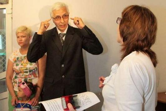 В мае члены Общества глухих РТ символически передали руководству Минземимущества запас берушей