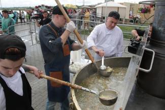 Казанцев накормили большой ухой