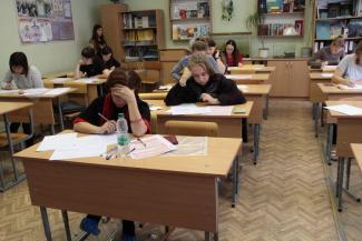 Учителя в Казани сдавали ЕГЭ с валидолом и шпаргалками