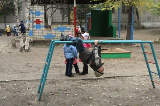 Детский сад, штаны на лямках