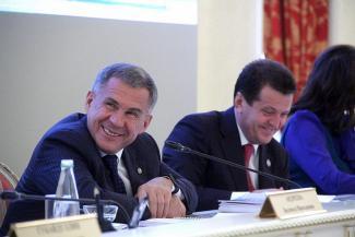 В Казани депутат-коммунист принес в ратушу «бомбу», а Минниханов предложил Метшину улучшать демографию личным примером