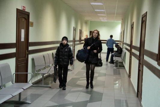 В тяжелой сумке Лариса Павлова носит на каждое заседание одеяло для сына и материалы дела. Но куда тяжелее сохранять спокойствие. Вчера одна из защитниц Габдуллиной пыталась спровоцировать ее на драку в здании суда.