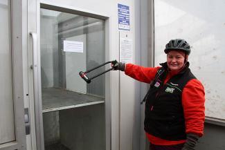 Пассажирка, застрявшая  в «отремонтированном» лифте казанского надземного перехода: «Такого дня рождения у меня еще не было!»