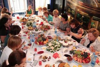 Кто хорошо ест, тот хорошо работает: женщины-депутаты Татарстана поддержали женщину-кандидата  деловым завтраком