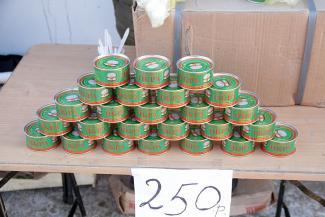 «Каждый день по 50-100 банок продаю!»: в Казани на каждом углу торгуют «мутной» икрой, сделанной неизвестно кем неизвестно где