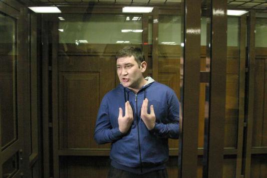Ташбаев за стеклом дал пресс-конференцию