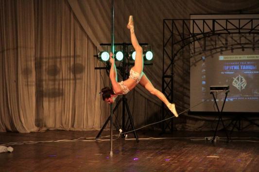 «Другие танцы» в Казани: девушка с шестом и… никакого секса