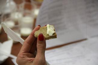 «Какой-то искусственный привкус»: эксперты в Казани продегустировали молоко и масло