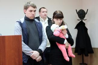 В Казани мать выпавшего из окна ребенка освободили от ответственности, потому что её простил муж