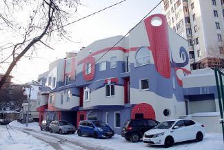 Гауди отдыхает: казанцы в восторге от трехцветной новостройки в центре, архитекторы — в ужасе