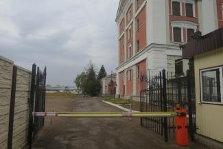 Казанский «концлагерь для детей», где девочку заставляли голой приседать перед мужчинами, закрыли... из-за грязных вилок