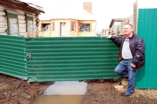 Дом раздора - за забором