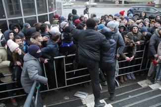 «Черная пятница» в Казани: в очереди за модными кроссовками молодежь стояла 56 часов (ФОТО, ВИДЕО)