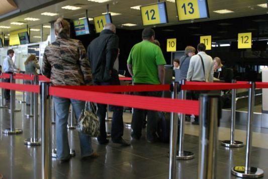 Туристы не ели, не пили - полсуток свои паспорта ждали
