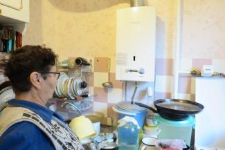 Хочешь жить — мойся в тазике: жильцов казанской хрущевки «спасли», оставив на год без горячей воды