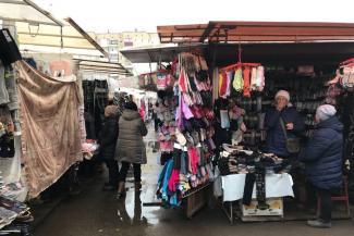 «Кто ж нас закроет?»: торговцы на Московском рынке Казани не боятся жалоб в прокуратуру