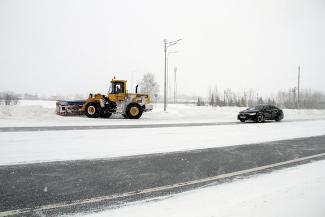 Казань увязла в снегу, но дорогу для Владимира Путина очистили до асфальта