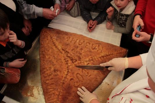 В Казани самый большой в мире эчпочмак съели за 5 минут