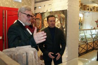 На открытие Музея самогона в Казани пришли министр культуры и бывший премьер
