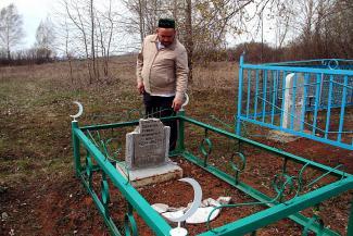 Новый погром на кладбище в Татарстане: «У всей деревни сердце плачет»