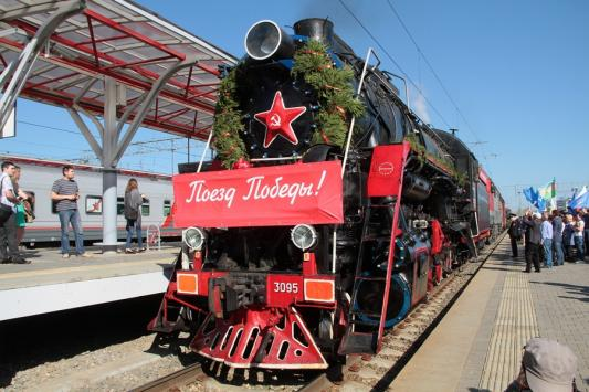 В Казани «Поезд Победы» накормил всех желающих гречневой кашей