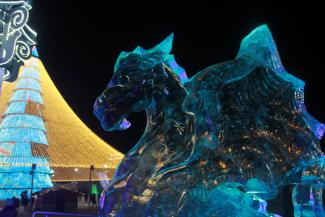Ледяная деревня у казанской «Чаши» предлагает посмотреть на драконов по драконовским ценам
