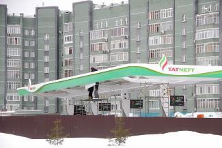 Жильцы казанских многоэтажек напуганы строительством гигантской АЗС под своими окнами