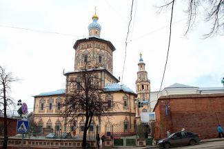 Пока реставраторы укрепляют фундамент Петропавловского собора в Казани, накренившаяся колокольня может рухнуть