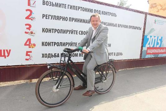 Глава Минздрава РТ променял служебный внедорожник на велосипед