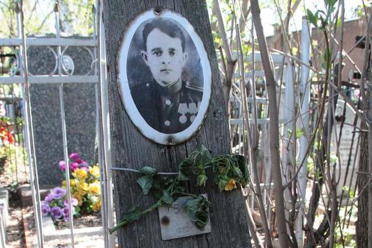 На заброшенной могиле героя войны в Казани поставят памятник к  Дню Победы