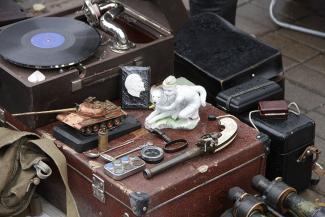 Блошиный рынок в Казани: картины маслом, колеса для телеги и пулемет Калашникова
