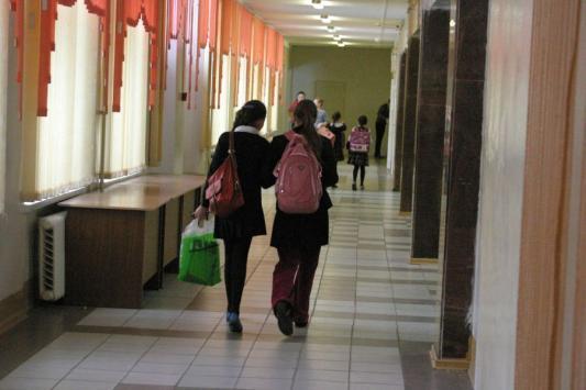 Девятиклашки бегут из школы