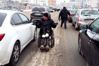 Версия ГИБДД: попрошаек на казанских дорогах «прикормили» водители
