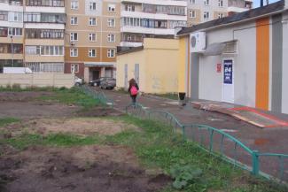 В Казани снесли детскую площадку, которая стала помехой «алкомагу»