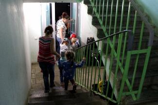 «То дети плачут, то у них утренник»: ясли в квартире лишили покоя жильцов казанской многоэтажки