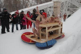 «Банщики» в плавках зажгли на фестивале «Сани Казани»