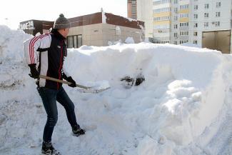 Откопаем вас и закопаем вашего соседа: казанцы делают бизнес на снеге