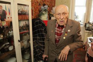 «Коллекторы обещали мне паяльник в одно место воткнуть!»: в Казани УК объявила войну 92-летнему фронтовику-должнику