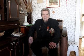 95-летний фронтовик в Казани не может прорвать блокаду жилищников и чиновников