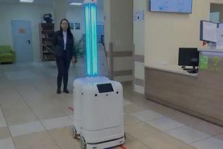 Удивились-прослезились: робот-дезинфектор из Иннополиса едва не сжег глаза казанским журналистам