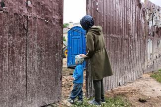 «Раскурочили на глазах у детей!»: жители казанского поселка винят в сносе детской площадки «удащливых»