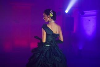 На премьере шоу «Анна Каренина» в Казани пили коктейль «Вронский» и нюхали, чем пахнет обманутый муж