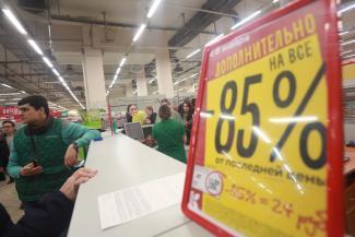 «Такого даже в 90-е не было!»: на распродаже в гипермаркете казанцы ломали двери и давили бабушек